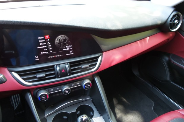 Alfa Romeo Giulia 2.2 Multijet 180 Super AT (06)