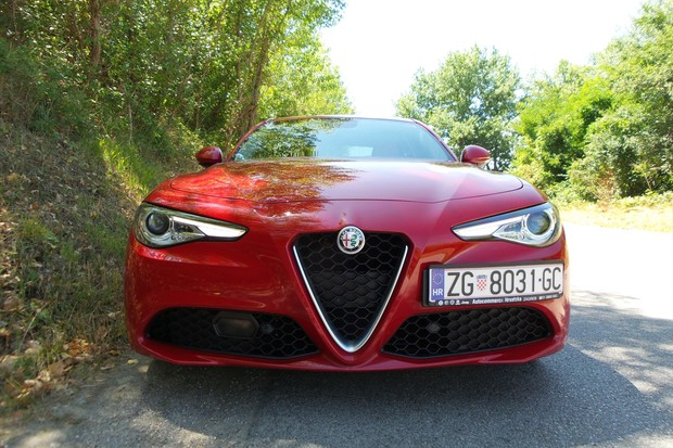 Alfa Romeo Giulia 2.2 Multijet 180 Super AT (01)