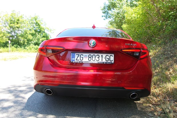 Alfa Romeo Giulia 2.2 Multijet 180 Super AT (03)