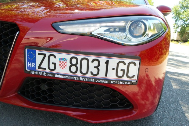 Alfa Romeo Giulia 2.2 Multijet 180 Super AT (04)