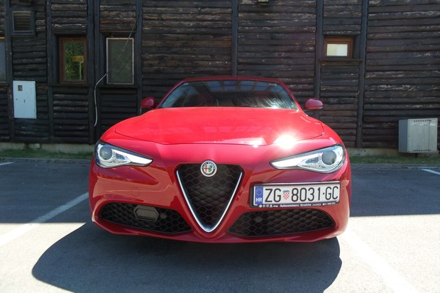 Alfa Romeo Giulia 2.2 Multijet 180 Super AT (17)