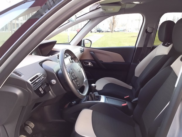 Citroen C4 Picasso 1.6 e-HDi 115 Airdream Exclusive TEST (03)