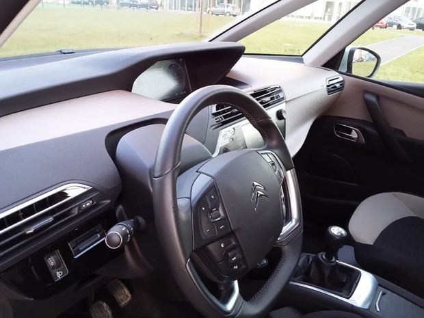 Citroen C4 Picasso 1.6 e-HDi 115 Airdream Exclusive TEST (04)