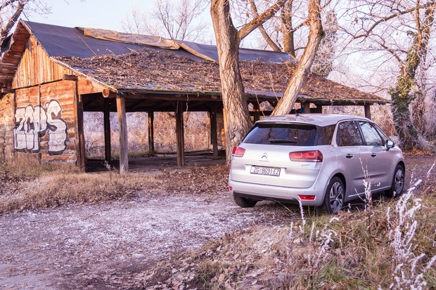 Citroen C4 Picasso 1.6 e-HDi 115 Airdream Exclusive TEST (02)