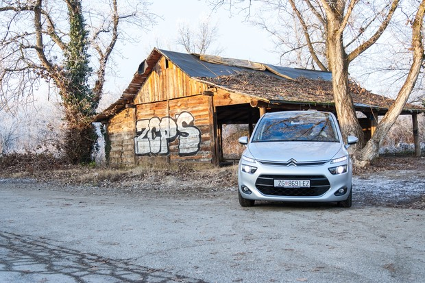 Citroen C4 Picasso 1.6 e-HDi 115 Airdream Exclusive TEST (14)