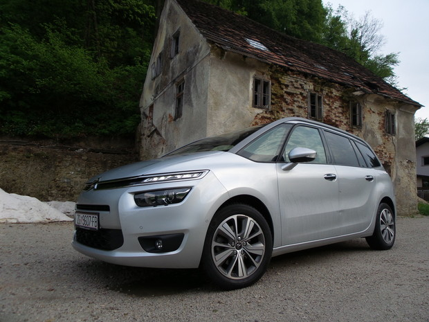 Citroen Grand C4 Picasso 2.0 BlueHDi 150 Exclusive TEST (02)