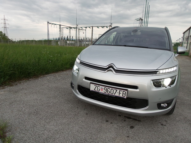 Citroen Grand C4 Picasso 2.0 BlueHDi 150 Exclusive TEST (03)