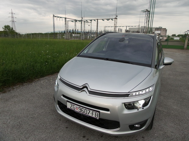 Citroen Grand C4 Picasso 2.0 BlueHDi 150 Exclusive TEST (06)