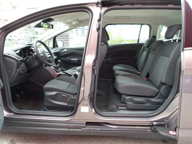 Ford C-Max Grand 1.6 TDCi (01)