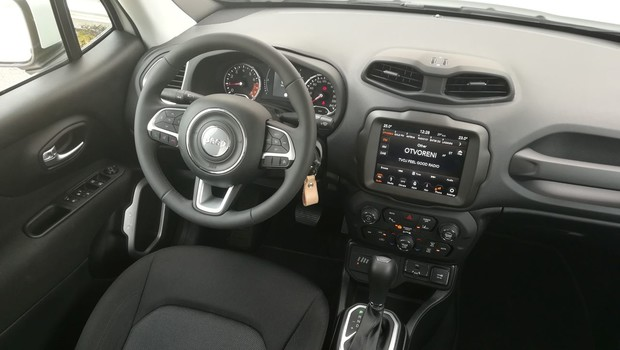 Jeep Renegade 1.3 GSE T4 180KS Longitude AT9 4WD 01