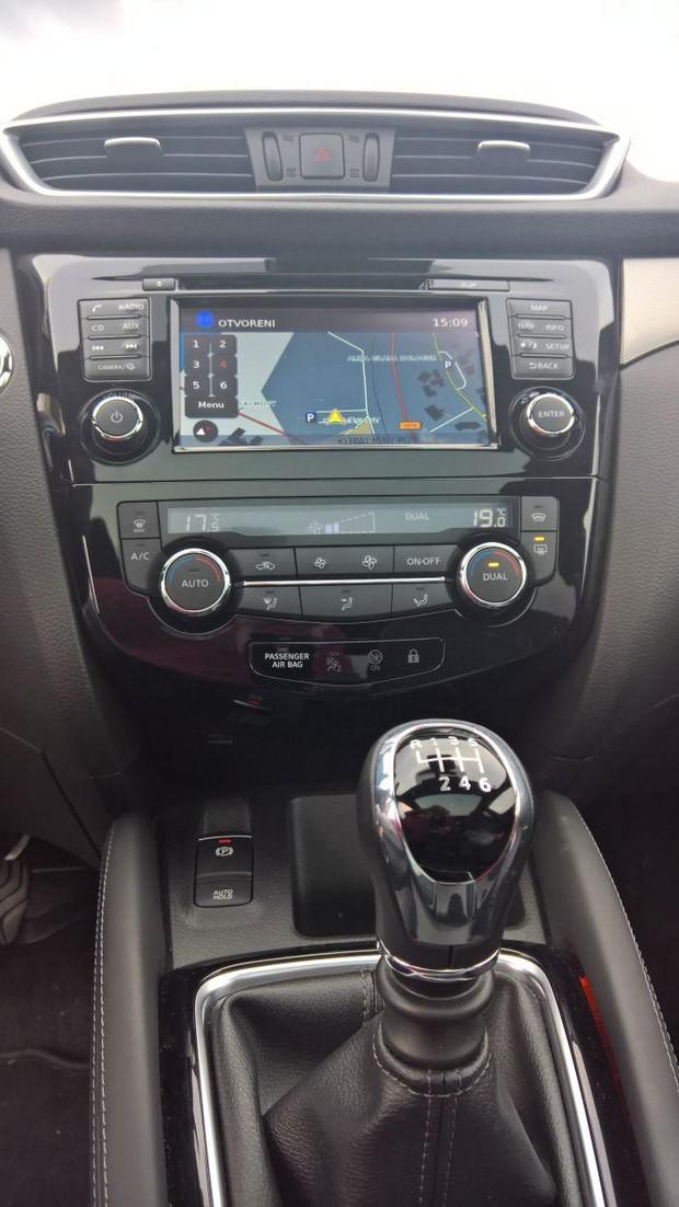 Nissan Qashqai 1,6 dCi 4WD Tekna detalji 04