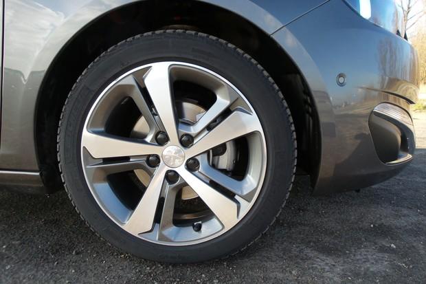 Peugeot 308 1.6 BlueHDi 120 EAT6 Allure (19)