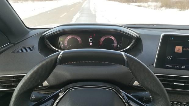 Peugeot 5008 GT line 2.0 BlueHDI 150 BVM6 detalji 01
