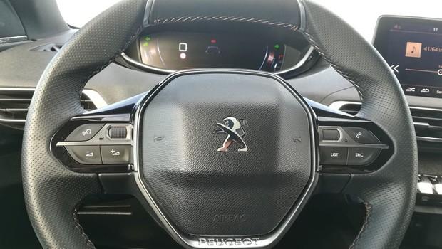 Peugeot 5008 GT line 2.0 BlueHDI 150 BVM6 detalji 02