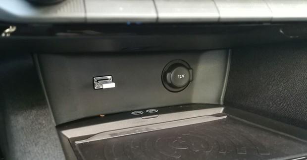 Peugeot 5008 GT line 2.0 BlueHDI 150 BVM6 detalji 12
