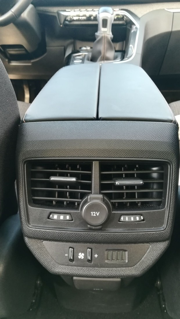 Peugeot 5008 GT line 2.0 BlueHDI 150 BVM6 detalji 21
