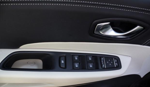 Renault Captur INITIALE PARIS Energy dCi 90 EDC detalji 06