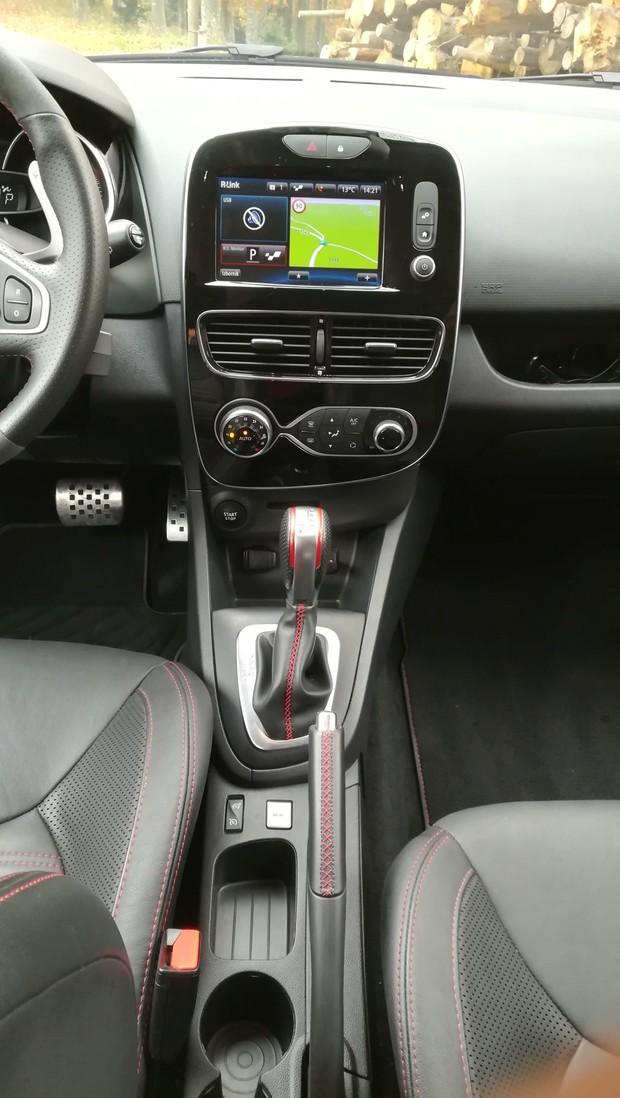 Renault Clio R.S. Energy 1.6 TCe 220 EDC Akrapovič interijer 04
