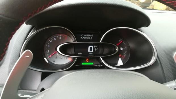 Renault Clio R.S. Energy 1.6 TCe 220 EDC Akrapovič interijer 05