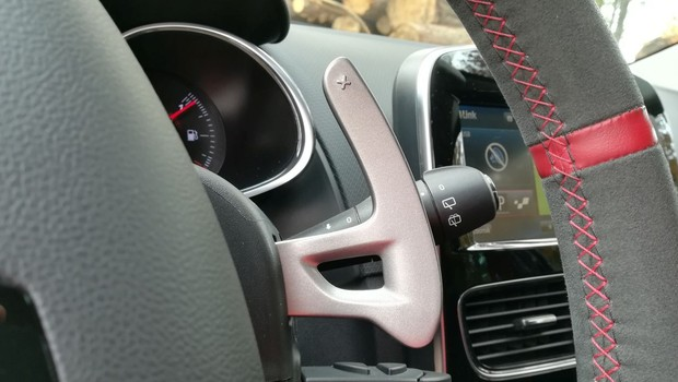 Renault Clio R.S. Energy 1.6 TCe 220 EDC Akrapovič interijer 06