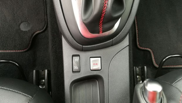 Renault Clio R.S. Energy 1.6 TCe 220 EDC Akrapovič interijer 09