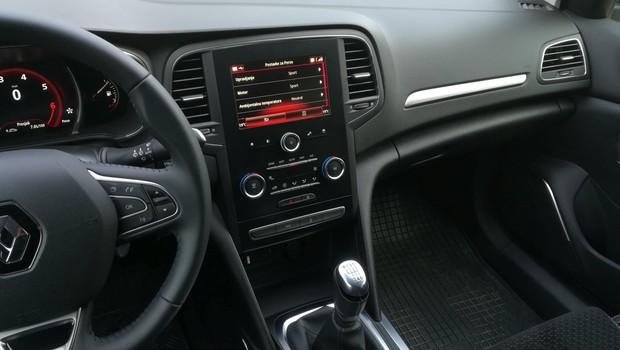 Renault Megane 1.3 TCE 140 Intens interijer 02