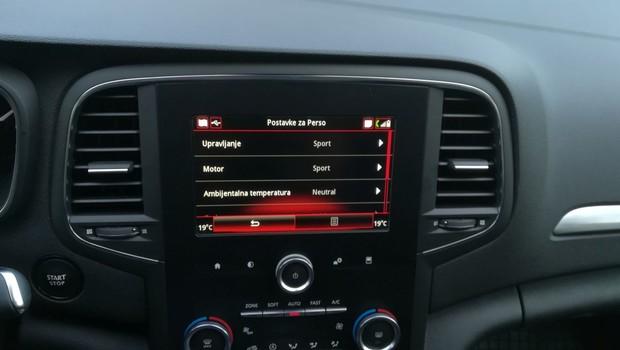 Renault Megane 1.3 TCE 140 Intens interijer 03