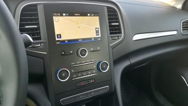 Renault Megane 1.3 TCE 140 Intens interijer 04