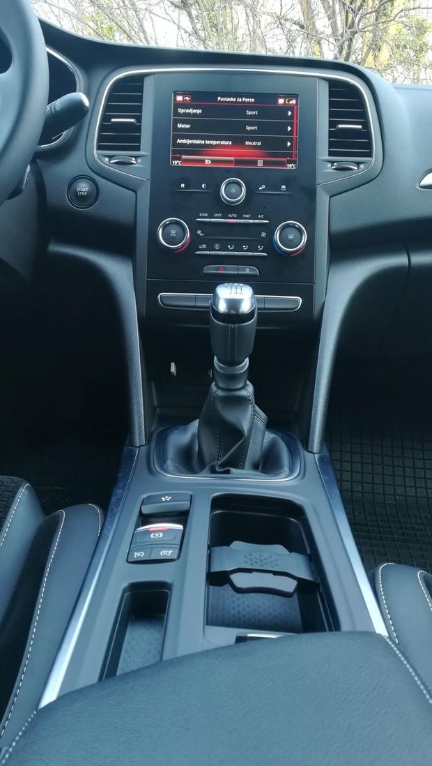 Renault Megane 1.3 TCE 140 Intens interijer 11