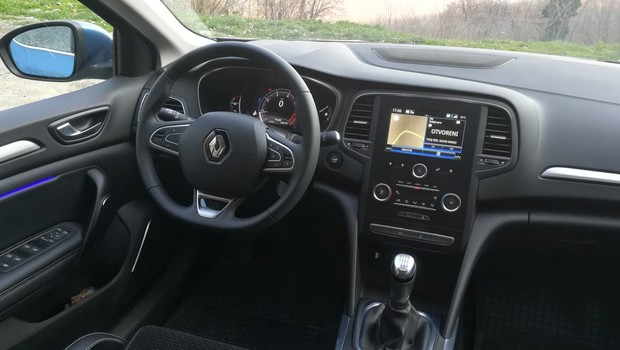 Renault Megane 1.3 TCE 140 Intens interijer 13