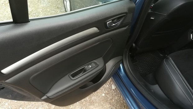 Renault Megane 1.3 TCE 140 Intens interijer 17
