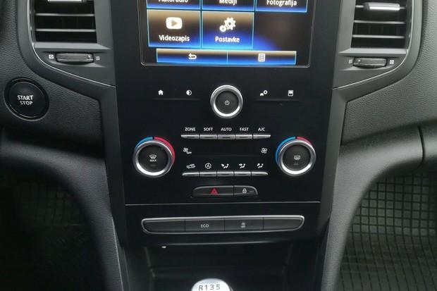 Renault Megane 1.3 TCE 140 Intens interijer 22