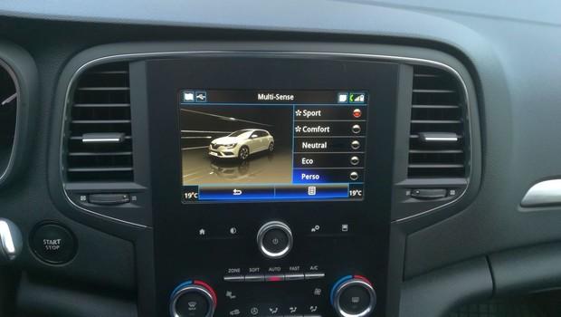 Renault Megane 1.3 TCE 140 Intens interijer 23