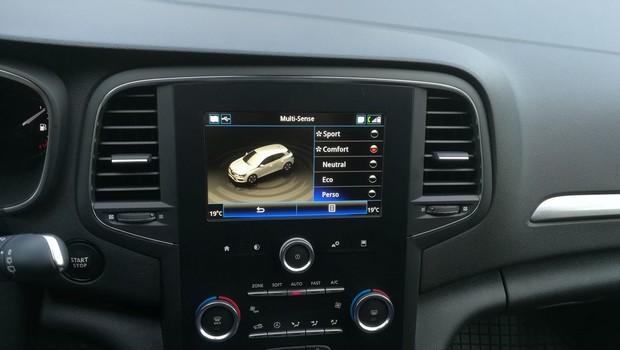 Renault Megane 1.3 TCE 140 Intens interijer 25