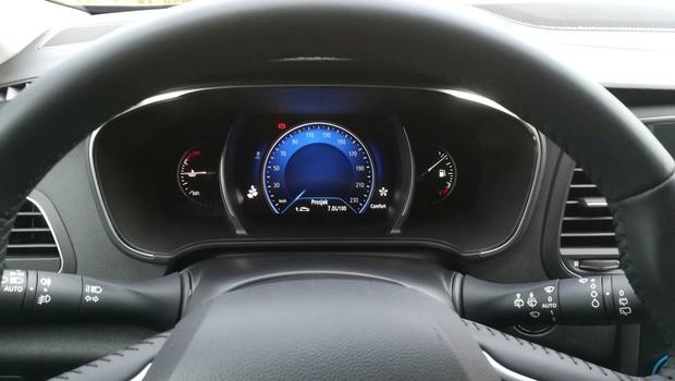 Renault Megane 1.3 TCE 140 Intens interijer 26