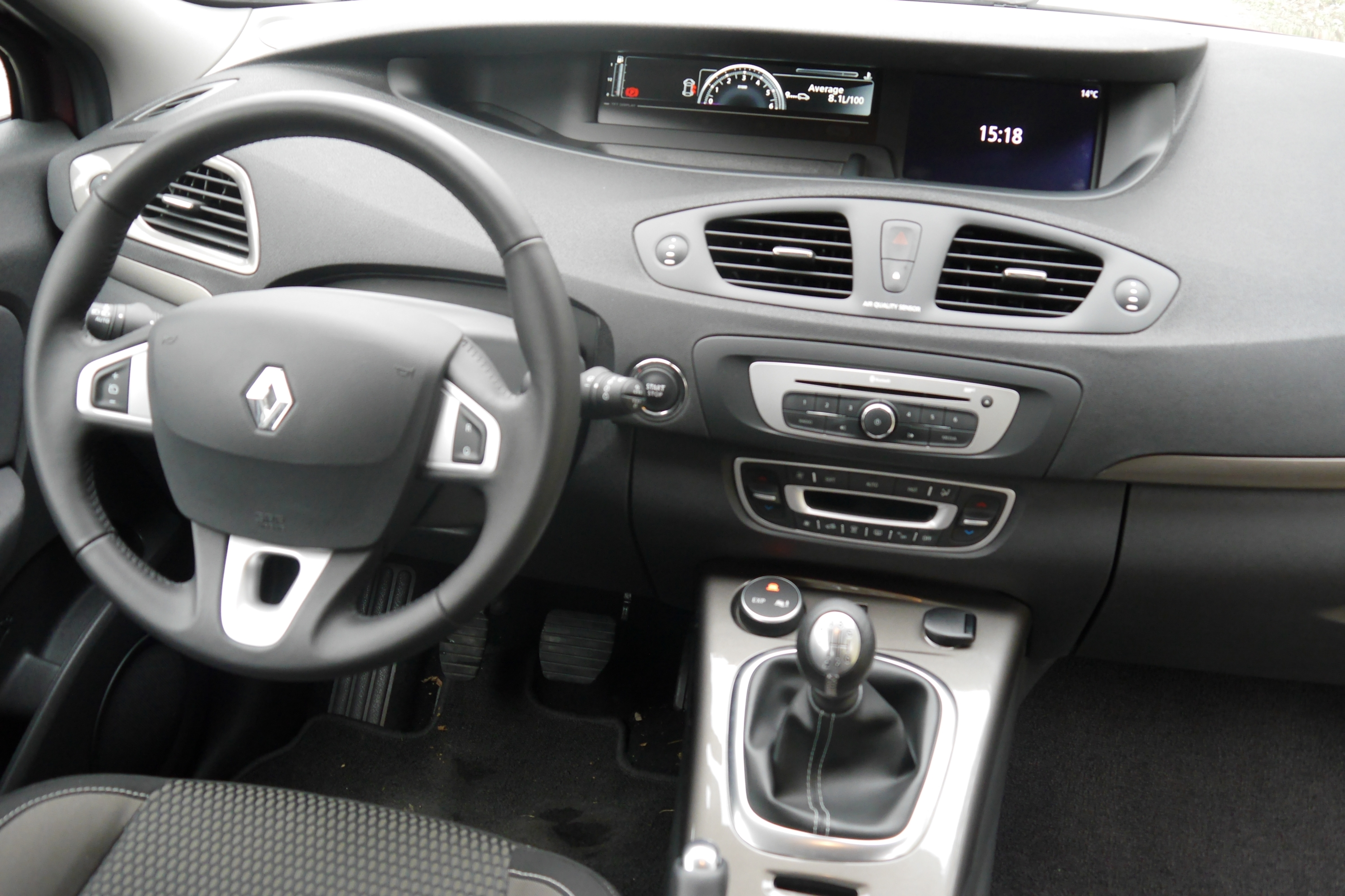 Renault Scenic XMod 1.5 dCi Expression TEST interijer (8)