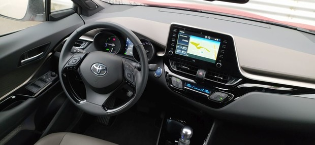 Toyota C-HR Hybrid 2.0 Launch Edition 01