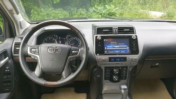 Toyota Land Cruiser 2.8 D-4D Premium interijer TSS 01