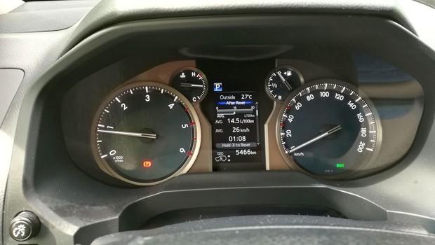 Toyota Land Cruiser 2.8 D-4D Premium TSS interijer 02
