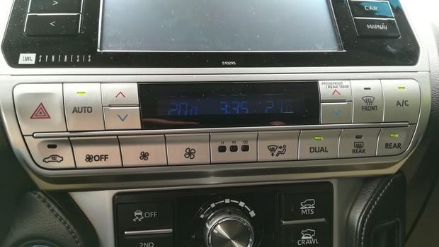 Toyota Land Cruiser 2.8 D-4D Premium TSS interijer 04