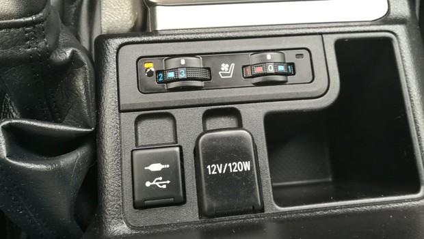 Toyota Land Cruiser 2.8 D-4D Premium TSS interijer 07