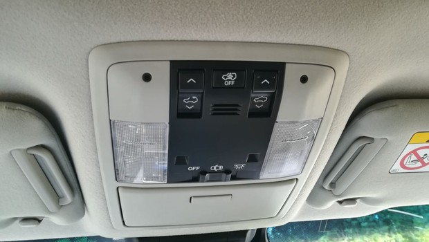 Toyota Land Cruiser 2.8 D-4D Premium TSS interijer 08