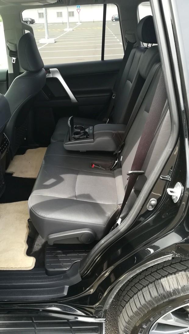 Toyota Land Cruiser 2.8 D-4D Premium TSS interijer 15