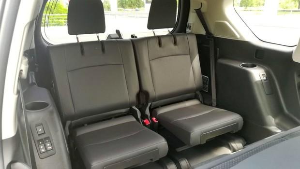 Toyota Land Cruiser 2.8 D-4D Premium TSS interijer 16