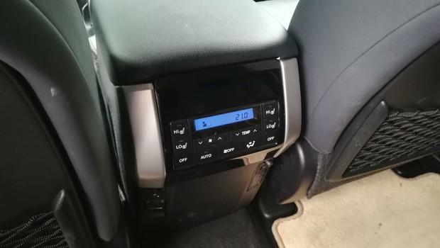 Toyota Land Cruiser 2.8 D-4D Premium TSS interijer 17