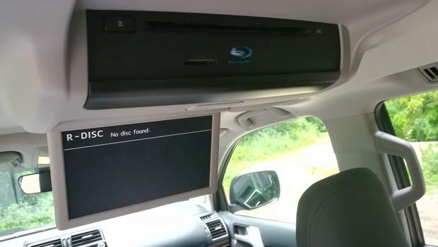 Toyota Land Cruiser 2.8 D-4D Premium TSS interijer 19