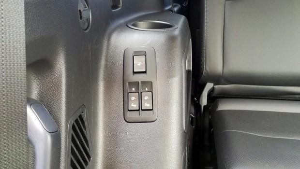 Toyota Land Cruiser 2.8 D-4D Premium TSS interijer 21