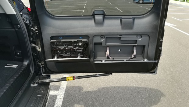 Toyota Land Cruiser 2.8 D-4D Premium TSS interijer 24