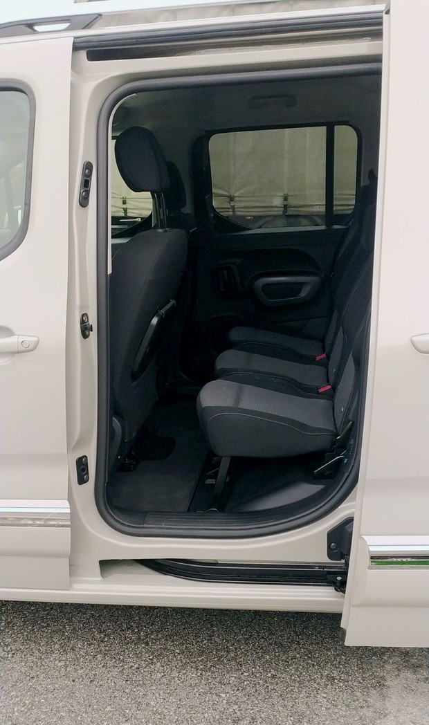 Toyota Proace City Verso Family AT8 Compact 130 KS 13
