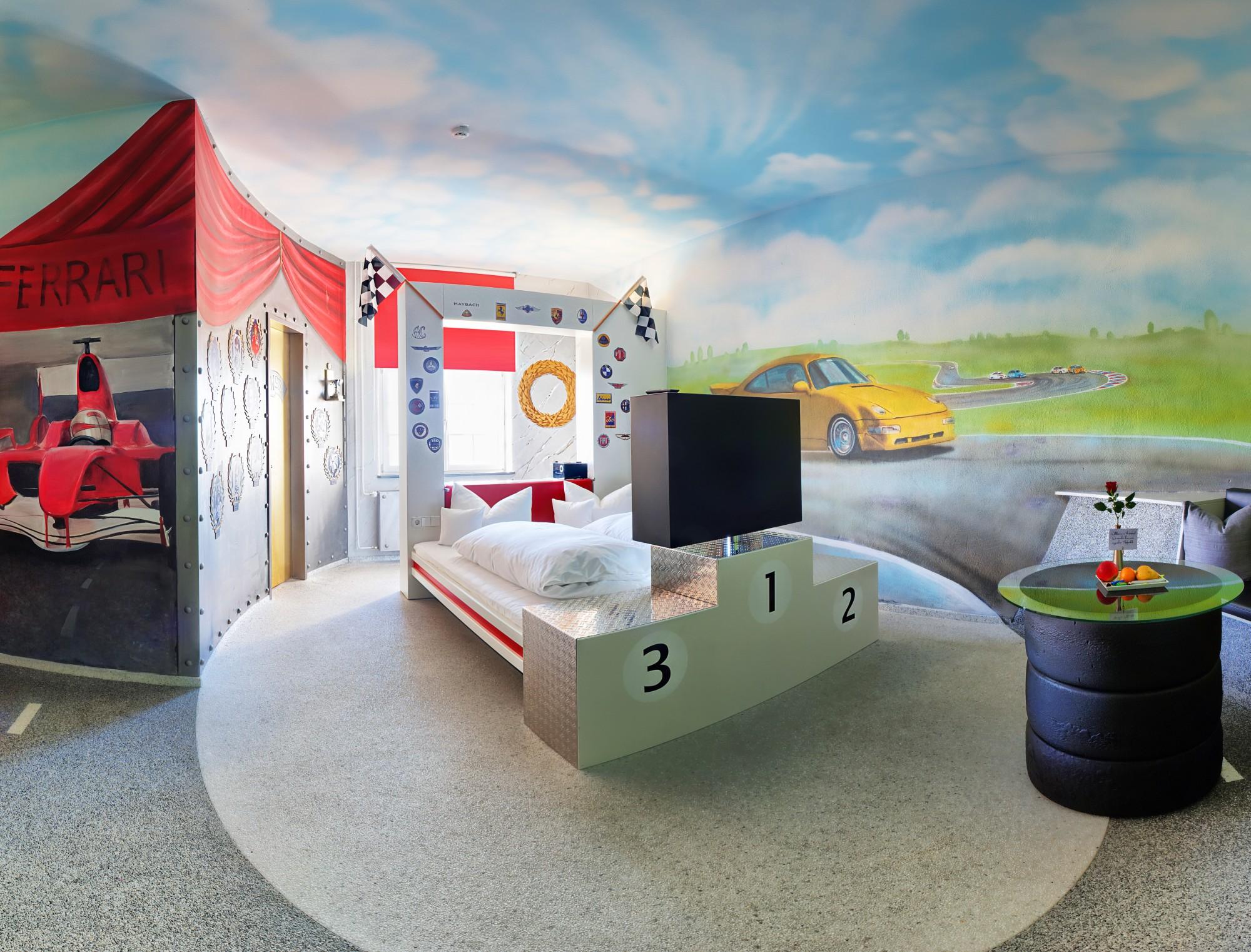 v8 hotel s automobilskim dizajnom auto fun zanimljivosti vidiauto vidiauto. Black Bedroom Furniture Sets. Home Design Ideas